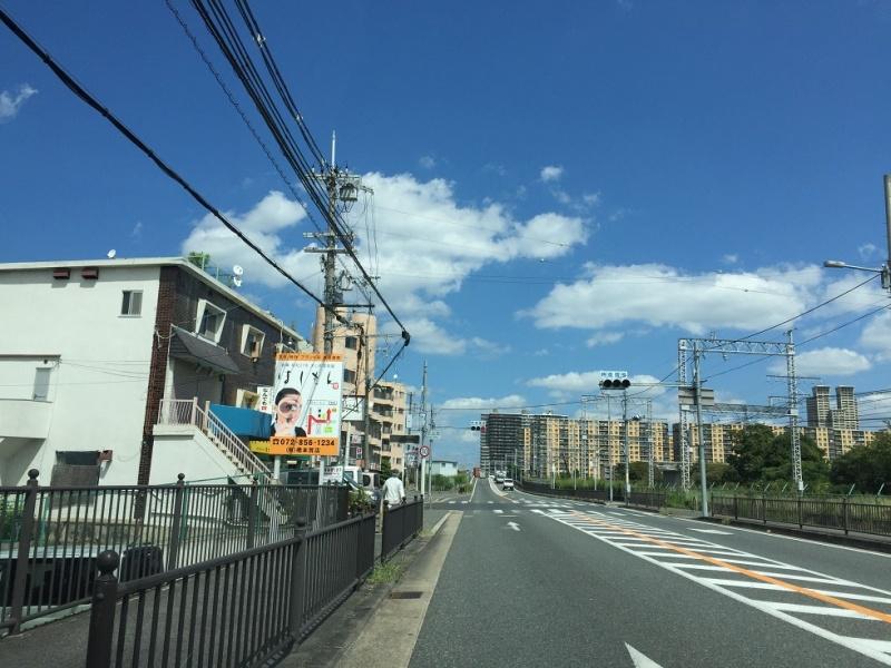 府道 13号/京都守口線の野立て看板を移設&リニューアル。宝石時計を ...