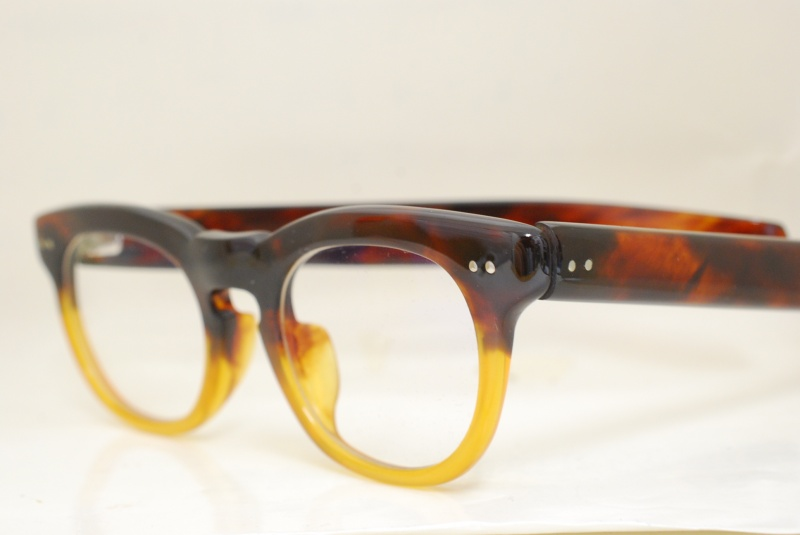鼈甲眼鏡:ベッコウ製の眼鏡を買取させていただきます。宝石や着物の生前整理のご相談は樟葉駅前『質はしもと(有)橋本質店』