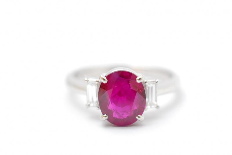 ルビー 色の良し悪しをしっかり鑑定致します。くずはモールそばで宝石を高価買取リサイクル『質はしもと(有)橋本質店』