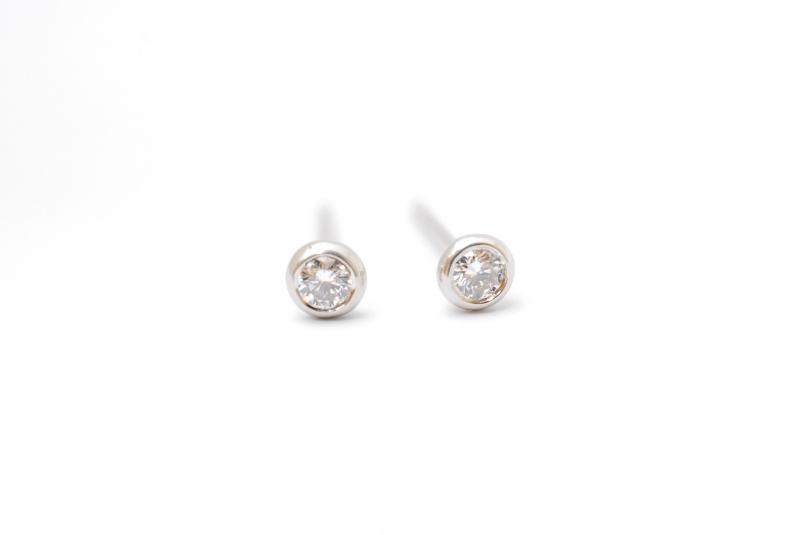 TIFFANY ダイヤモンドピアス 高価買取!宝石の値打ちをまじめに鑑定します。樟葉駅前で高価買取リサイクル『質はしもと(有)橋本質店』
