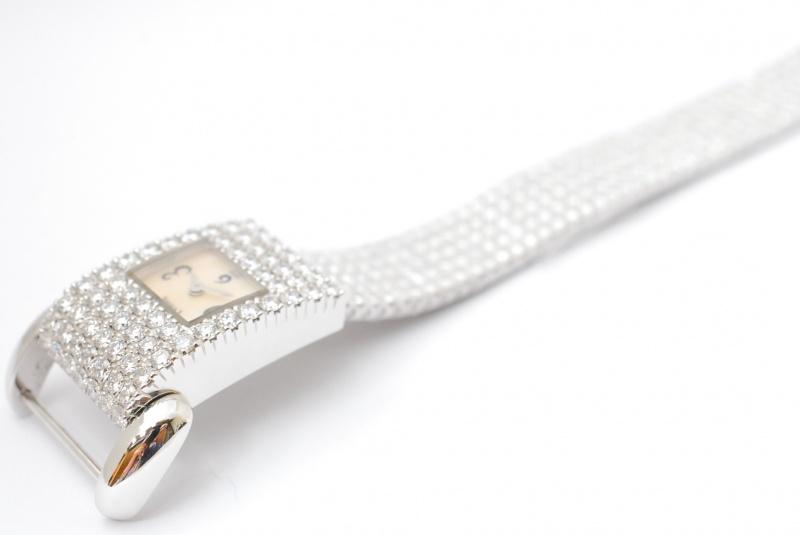 《春にリサイクルしましょう》PIAGETプロトコール時計買取。超高級時計の買取もご承ります。樟葉駅200秒『質はしもと(有)橋本質店』