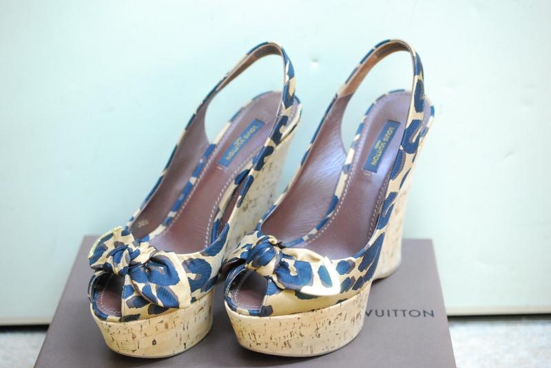 ブランドの靴も買取致します。パンプス&ヒール&ブーツなどプロが鑑定する質屋でリサイクル。樟葉駅前『質はしもと(有)橋本質店』