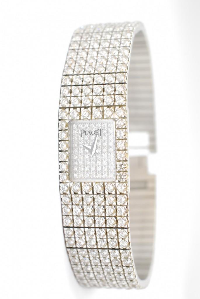 PIAGET トラディション 全面にダイヤモンドがあしらわれた超高級時計を買取させて頂きました。樟葉駅前で高価リサイクル『質はしもと(有)橋本質店』