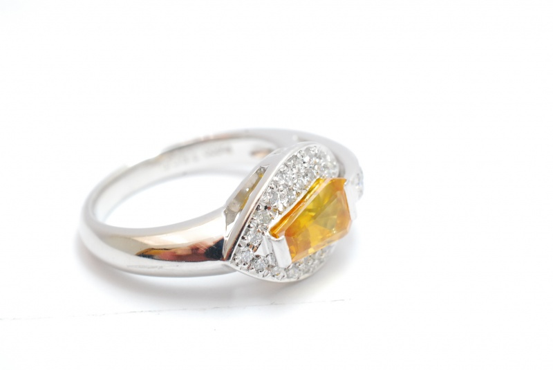 サファイアの指輪を鑑定。宝石の値打ちをプロが査定します。樟葉駅前で高価買取リサイクル『質はしもと(有)橋本質店』