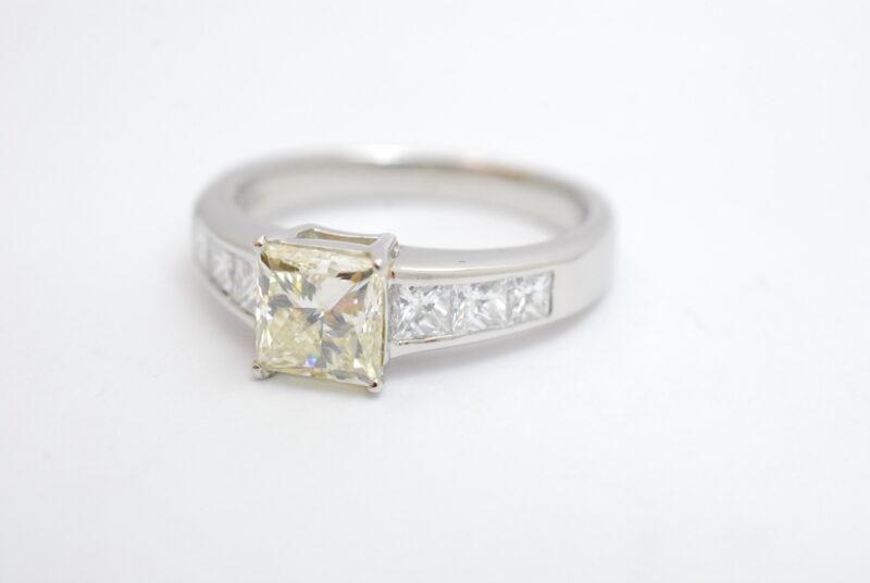 ダイヤモンド買取いたします。高価買取には経験が必要です。創業73年。くずはモールそば『質はしもと(有)橋本質店』