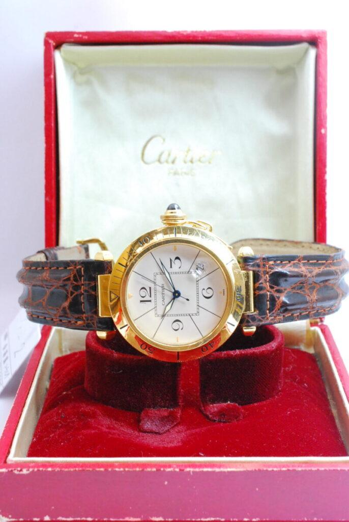 カルティエ パシャ 金時計。出番の少なくなった時計をお売りください!時計・宝石・ブランド品鑑定には経験が必要です。枚方市くずは駅前『質はしもと(有)橋本質店』