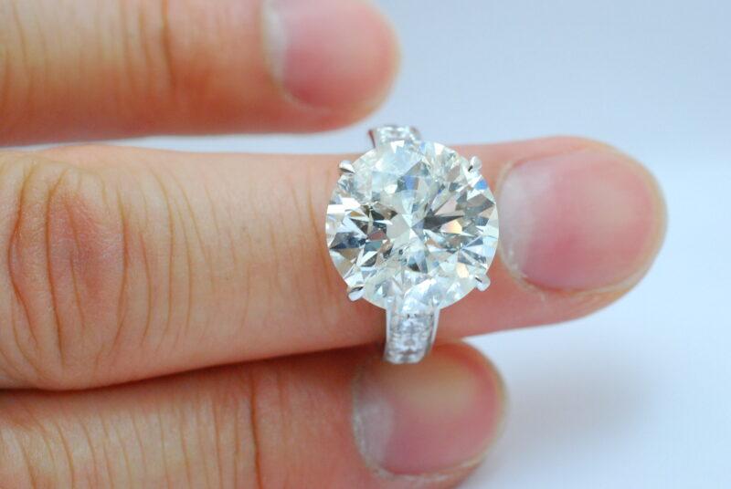 枚方市 60代 女性 ダイヤモンド指輪など複数